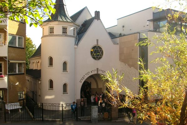Muslims plan 'peace ring' around Oslo synagogue