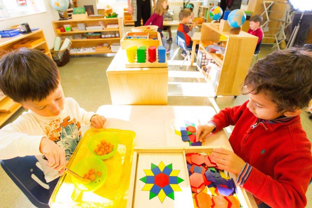What are the similarities between Montessori schooling and Islamic teachings?
